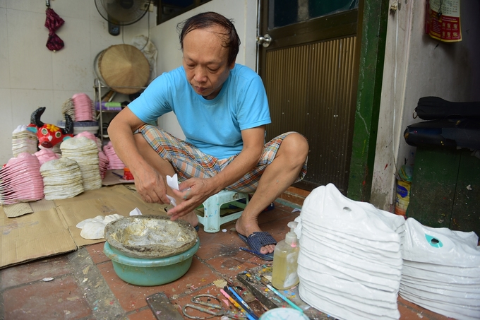 For 40 years, a Hanoi family has been making funny faces - 1