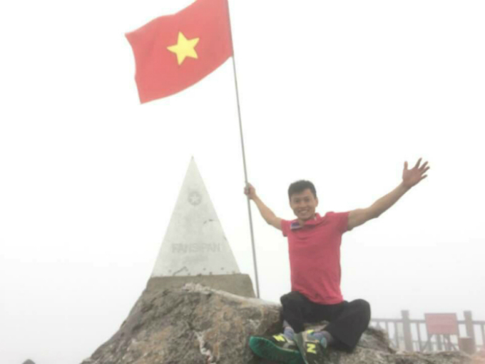 Dang conquers Fansipan mountain. Photo courtesy of Dinh Dang
