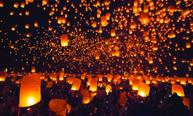 10,000 lanterns flying in Yee Peng festival, Chiang Mai, Thailand. Photo courtesy of CFP