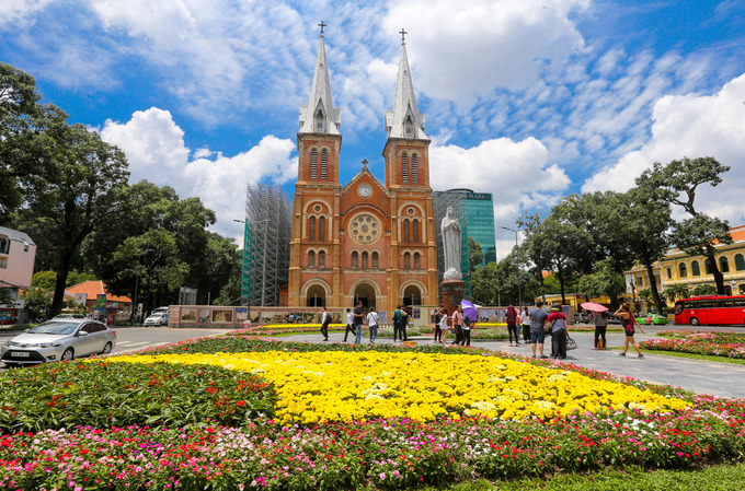 New flower garden adds flourishing charm to Saigons famous cathedral