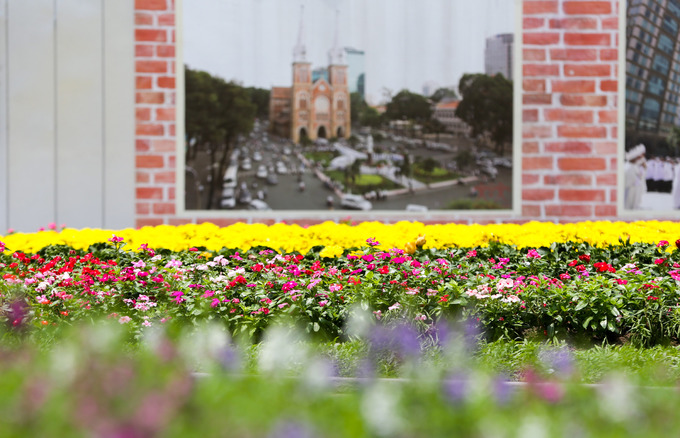 New flower garden adds flourishing charm to Saigons famous cathedral - 3
