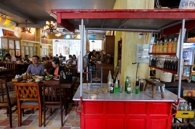 A Saigon café where a thousand things can talk to you - 4