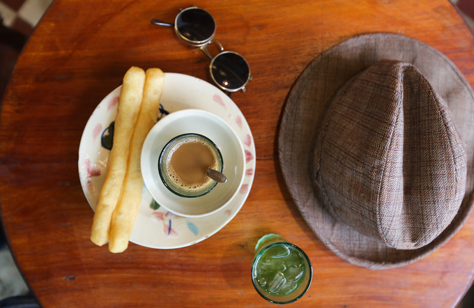 A Saigon café where a thousand things can talk to you - 10