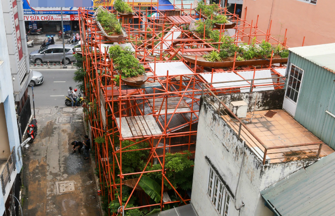 Is it a construction site? No, it is a café in Saigon - 1