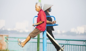 Hanoians' secret to good health: working out by West Lake