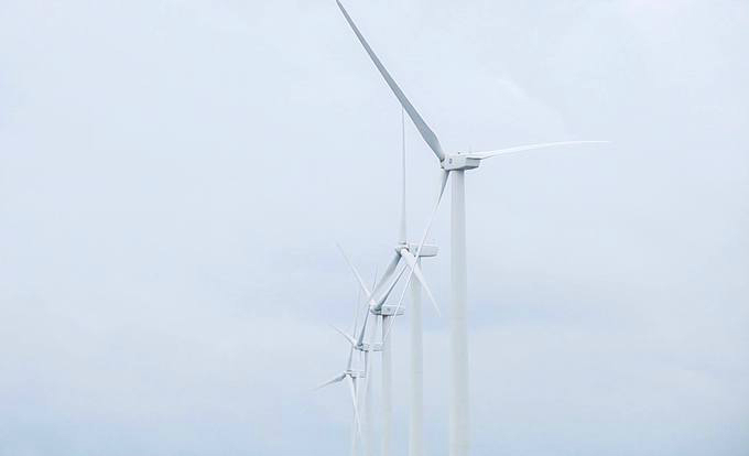 Visitors enjoy the breeze at Vietnams first and biggest wind farm - 4
