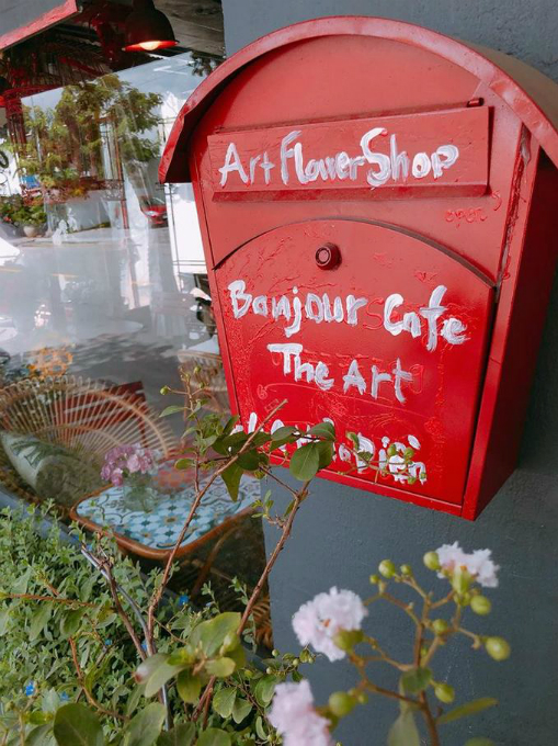 A romantic Paris style café in Saigon - 4