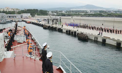 Vietnamese warship joins international parade at sea