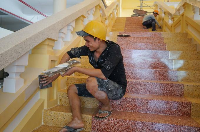 Work speeds up on Saigons iconic Chinatown market - 7
