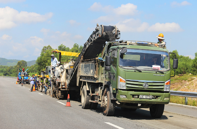 Central Vietnam expressway traversed a rough path, remains rough - 9