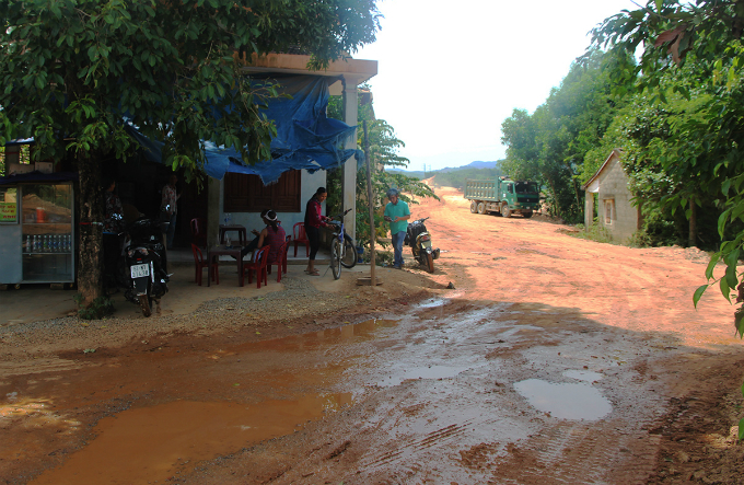 Central Vietnam expressway traversed a rough path, remains rough - 1