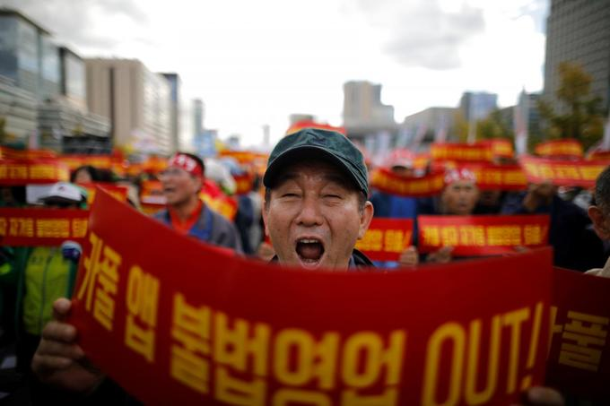 South Korea's taxi drivers protest against plans for carpool service