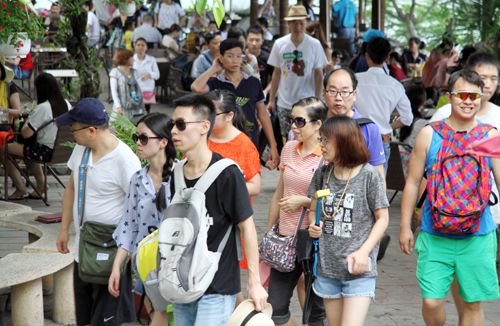 Vietnamese firm fined for illegally hiring Chinese workers