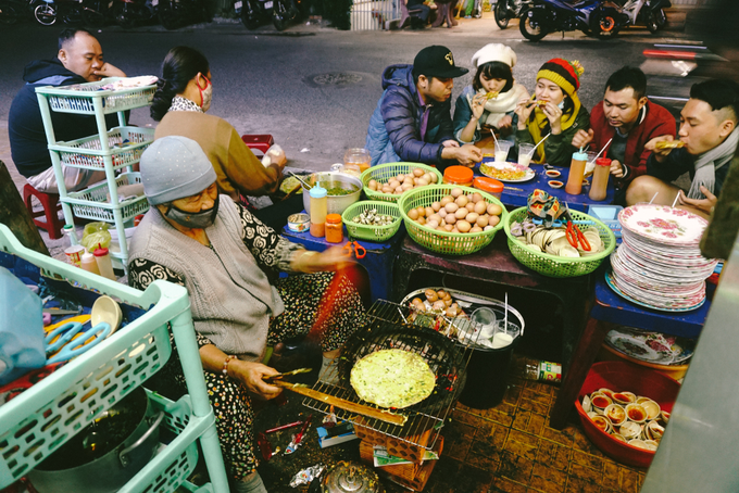 Vietnamese spend most of their income on food and drinks
