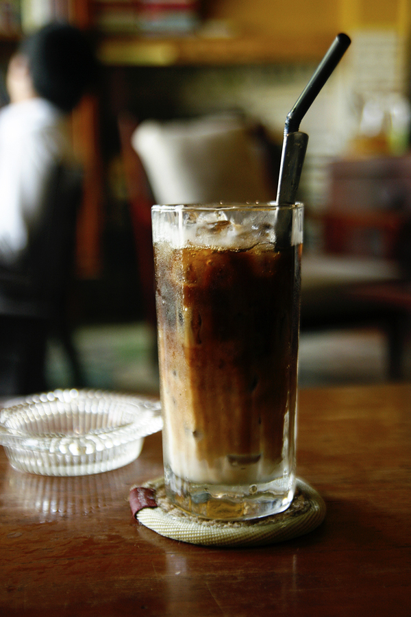 Veteran Saigon coffee shops offer a slow, easy start  - 6