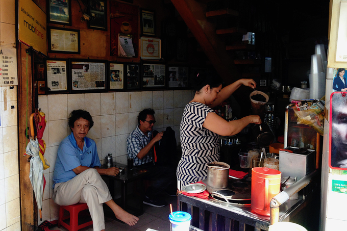 Veteran Saigon coffee shops offer a slow, easy start