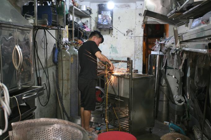 A tinned street in Hanois Old Quarter - 7