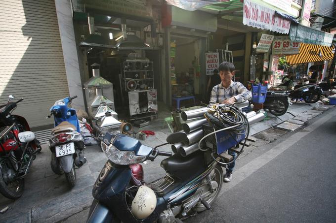 A tinned street in Hanois Old Quarter - 10