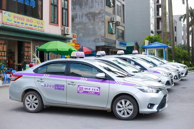 17 taxi firms team up to Grab their share back - Vietnam Reveal