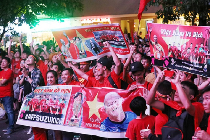 Vietnam goes into raptures as AFF Cup comes home - 10