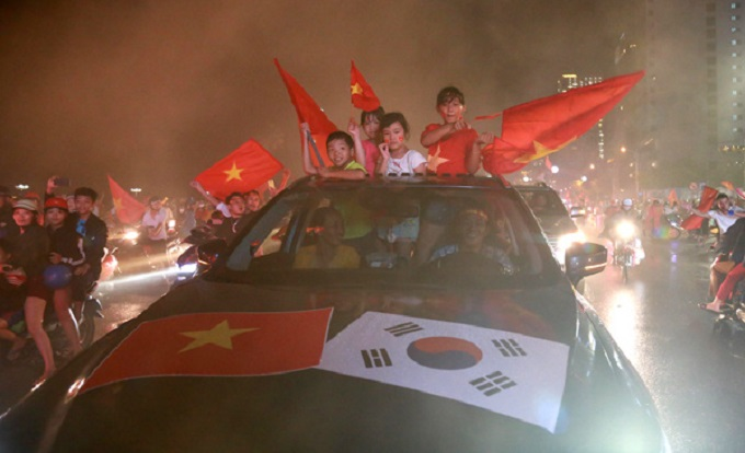 Vietnam goes into raptures as AFF Cup comes home - 4