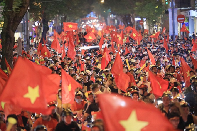 Vietnam goes into raptures as AFF Cup comes home - 1