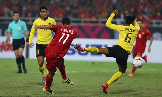 Nguyen Anh Ducs goal that brought Vietnam the win, was started from a counter attack. Photo by Duc Dong/VnExpress.