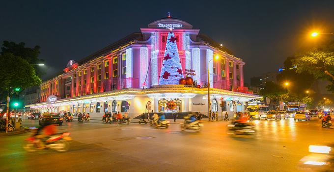 Splendrous Hanoi landmarks get set for Christmas Eve festivities