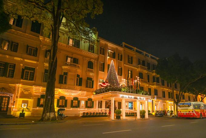 Splendrous Hanoi landmarks get set for Christmas Eve festivities - 2