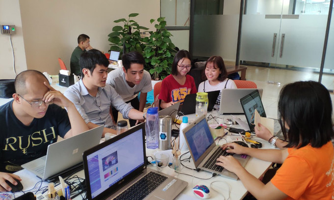 Young Vietnamese think big, content with starting small