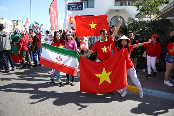 Vietnamese and Iranian flags are paraded outside the stadium. Photo by VnExpress/Van Loc