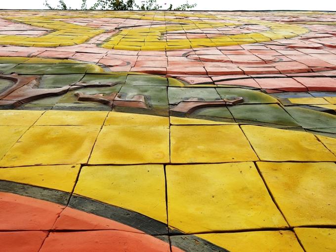 Vietnams spectacular colored ceramic relief - 2