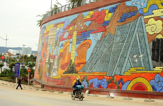 Vietnams spectacular colored ceramic relief - 6