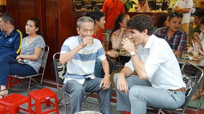 Canadian Prime Minister Justin Trudeau visited Café shop.jpg