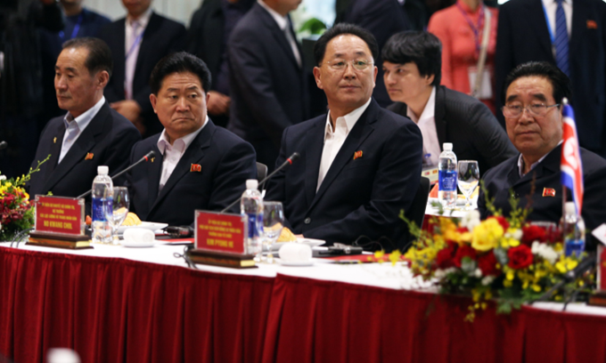 [The North Korean delegation listens to a presentation on VinFasts business model. Photo by VnExpress/Anh Tu]