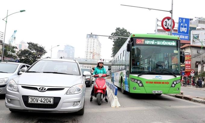 Hanoi to restrict bikes on some routes en route to total ban