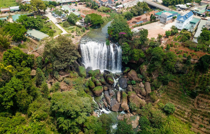A cave hidden under a waterfall near Da Lat you probably haven't seen
