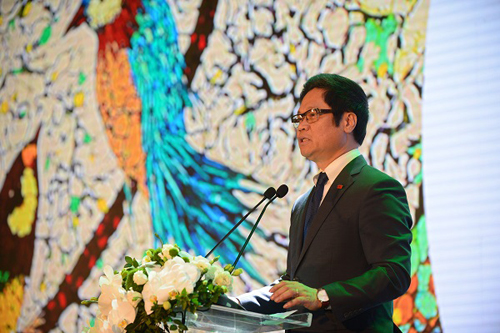 Mr. Vu Tien Loc, Chairman of VCCI spoke at the event.