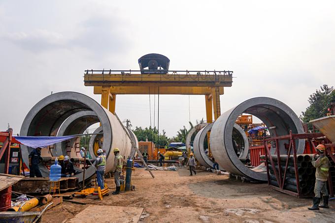 Down into Saigons biggest underground sewer system - 2