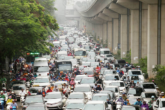 Hanoi streets jam-packed with traffic in the first back-to-work day