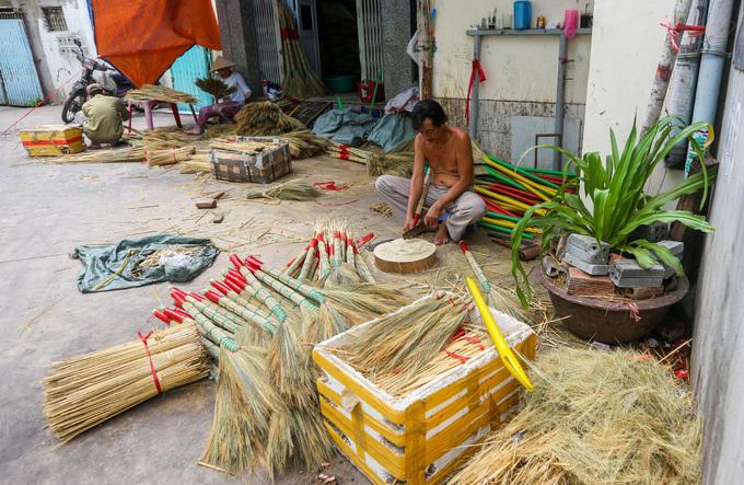 A few Saigon families continue to make a clean sweep