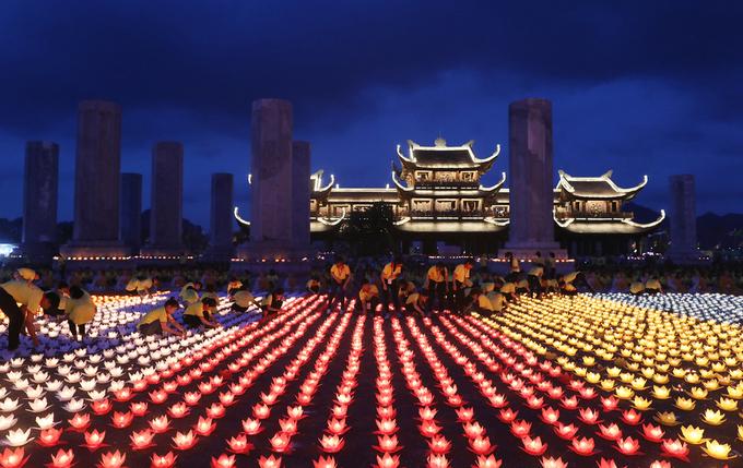 Vietnam Vesak prayer for global peace sets a world record