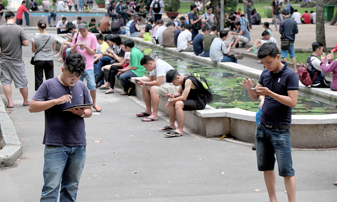 Young Vietnamese turn to dating apps to seek relationships