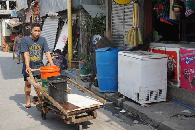 As rains fall short, Manila trickles into a water crisis