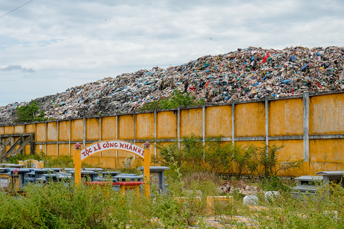 An overloaded landfills in Hoi An Town in central province Quang Nam. Photo by Nguyen Viet Hung