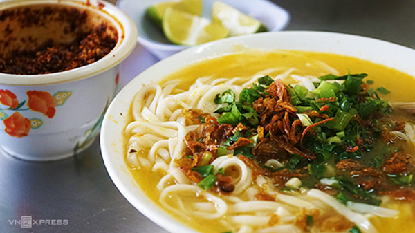 Noodle porridge is a must try dish for tourists who visit Nghe An. Photo: Di Vy.