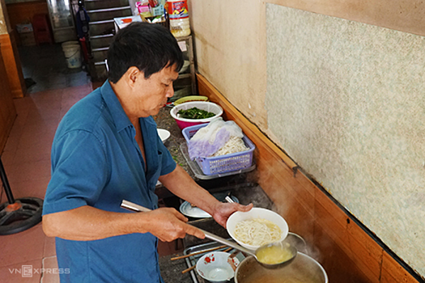 Ms Vinh restaurant, which has been opened for more than 13 years, is a famous address in the city center. Photo: Di Vy.
