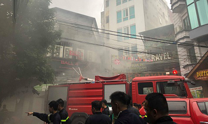 Foreign tourists rescued from Hanoi hotel fire