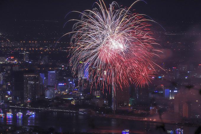Finland lights up Da Nang skies, wins fireworks festival - 4