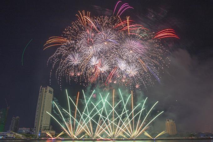 Finland lights up Da Nang skies, wins fireworks festival - 5